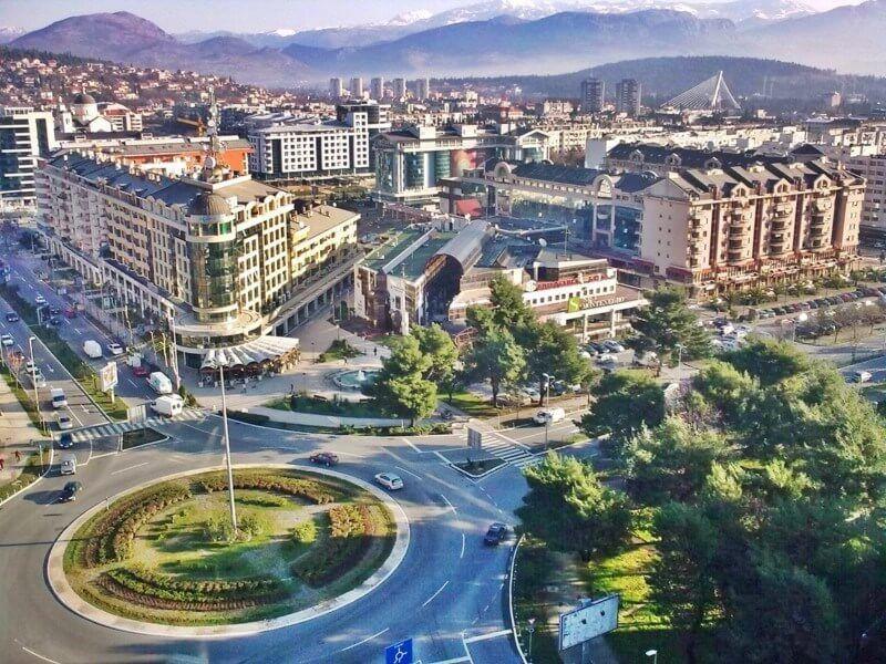 Podgorica Meydanın dan bir görüntü.Karadağ da şirket Kurmak için en ideal şehir.Yılın 4 mevsimi faal. Karadağ'da Şirket Kurmak