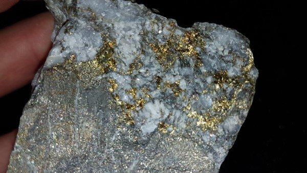kayalarda altın bulmak